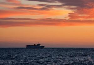 Imaginez, les yeux fermés en train de regarder un bateau au loin..